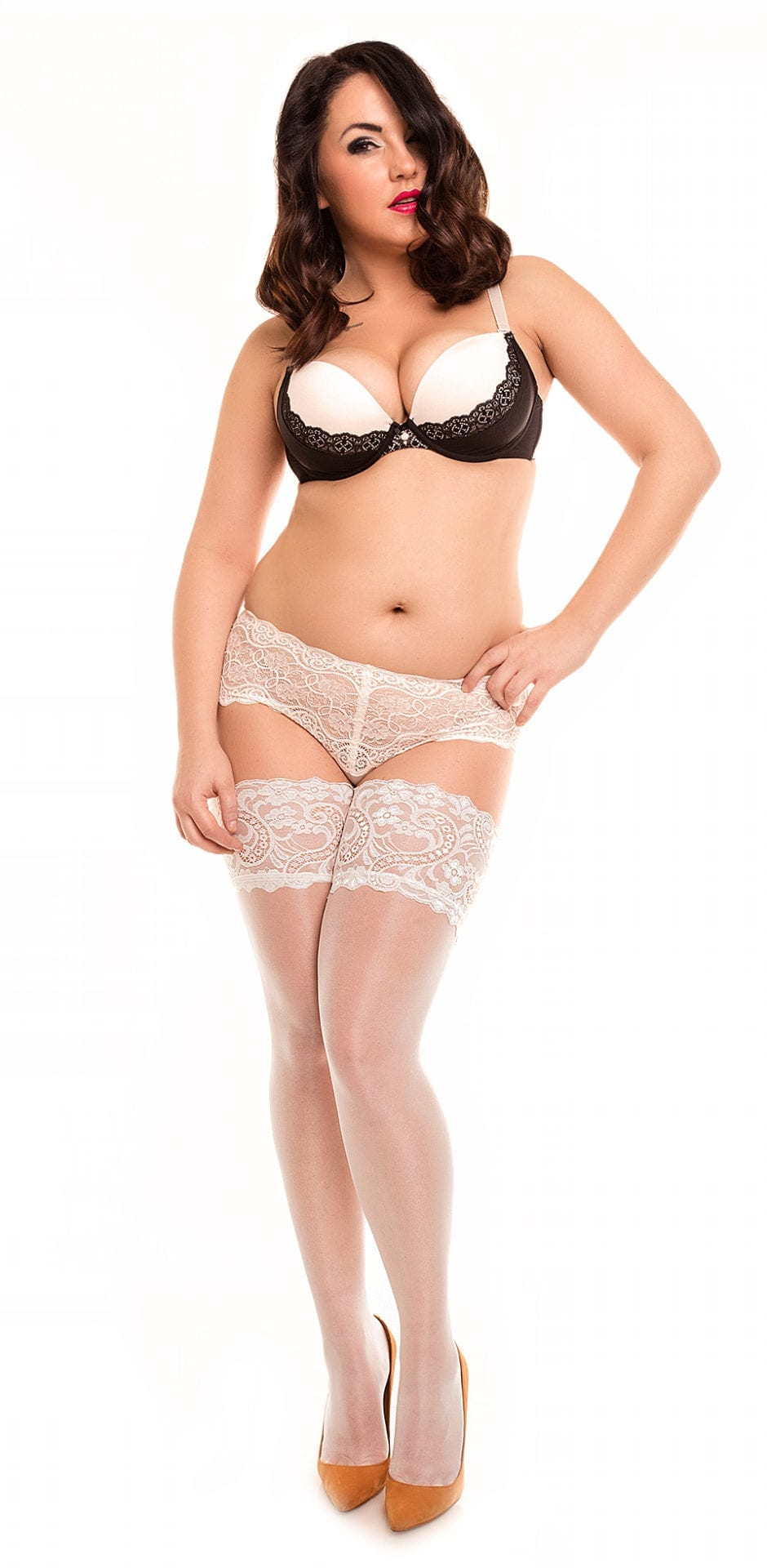 Plus size model wearing Glamory dream 20 stockings in color champagne front view
