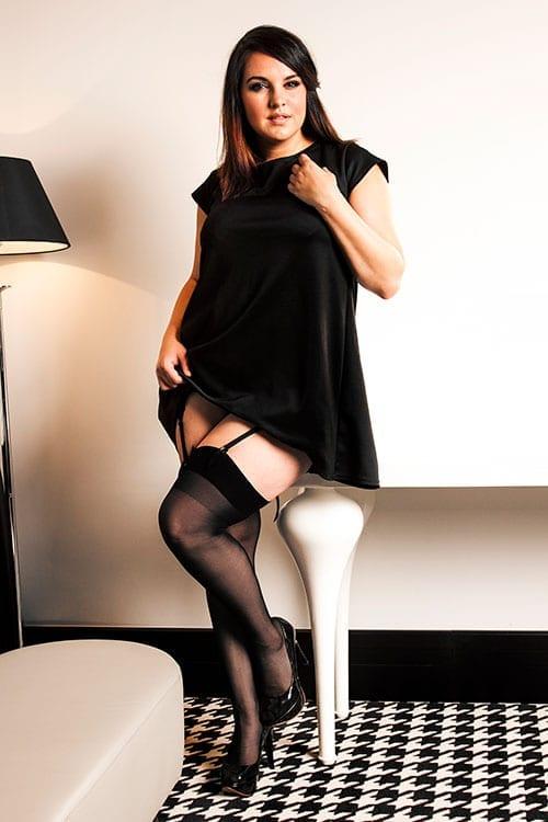 Mollige Frauen bei der Arbeit breitet sich Beine für große schwanze